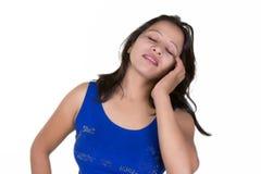 Giovane donna esotica in una maglietta blu Fotografia Stock