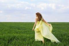 Giovane donna espressiva splendida immagine stock