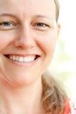 Giovane donna felice attraente fotografia stock libera da diritti