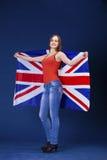 Giovane donna felice che tiene una bandiera di Florida britannica della Gran Bretagna Fotografia Stock Libera da Diritti