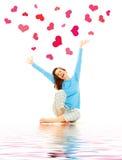 Giovane donna felice con i cuori Fotografia Stock