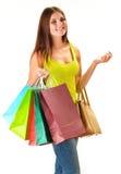 Giovane donna felice con i sacchetti della spesa di carta variopinti isolati Fotografia Stock
