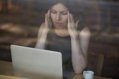 Giovane donna frustrata fotografia stock libera da diritti