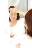 Giovane donna giapponese con fever  Fotografia Stock Libera da Diritti