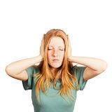 Giovane donna graziosa che copre le sue orecchie Immagine Stock Libera da Diritti