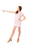 Giovane donna graziosa esile nella posa rosa del vestito Fotografia Stock