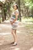 Giovane donna incinta Immagini Stock Libere da Diritti