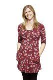 Giovane sorridere con indifferenza vestito della donna incinta fotografia stock