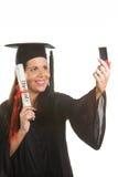 Giovane donna laureata con un diploma Fotografia Stock Libera da Diritti