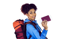 Giovane donna le che mostra passeport Fotografie Stock Libere da Diritti