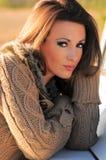 Giovane donna in maglione Fotografia Stock