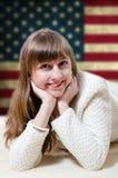 Giovane donna in maglione bianco Fotografia Stock Libera da Diritti