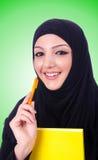 Giovane donna musulmana con il libro su bianco Immagini Stock Libere da Diritti
