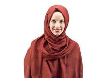 Giovane donna musulmana in vestito e sciarpa islamici Fotografia Stock