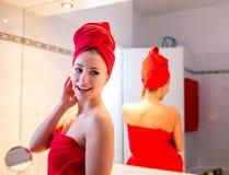Giovane donna nel bagno Immagini Stock Libere da Diritti