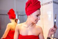 Giovane donna nel bagno Fotografia Stock