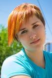 Giovane donna nel centro urbano fotografie stock