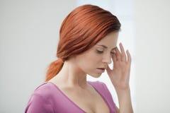 Giovane donna nel dolore. Fotografia Stock Libera da Diritti