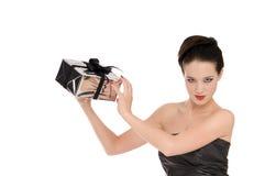 Giovane donna nel natale nero g della holding del corsetto Fotografia Stock