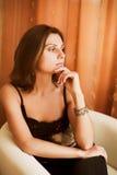 Giovane donna nel paese Fotografie Stock Libere da Diritti