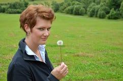 Giovane donna nella natura Fotografia Stock
