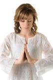 Giovane donna nella posa meditativa su un fondo bianco Fotografia Stock