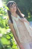 Giovane donna nella sosta Fotografia Stock Libera da Diritti