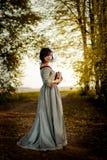 Giovane donna nella sosta Fotografia Stock