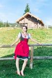 Giovane donna nelle alpi austriache Fotografia Stock