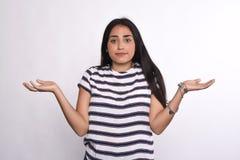 Giovane donna non decisiva Fotografie Stock Libere da Diritti