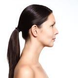 Giovane donna nuda che sta nel profilo Fotografie Stock