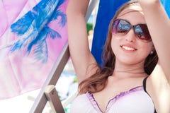 Giovane donna in occhiali da sole Immagine Stock Libera da Diritti