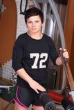 Giovane donna in palestra Fotografia Stock Libera da Diritti