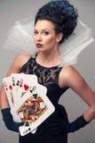 Giovane donna perfetta con le carte da gioco Fotografia Stock Libera da Diritti