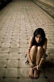 Giovane donna persa fotografia stock