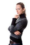 Giovane donna preoccupata che esamina macchina fotografica Immagini Stock