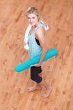 Giovane donna pronta per un allenamento Fotografia Stock Libera da Diritti