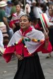 Giovane donna quechua in vestito tradizionale Fotografie Stock Libere da Diritti