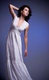 Giovane donna in retro vestito nuziale fotografie stock