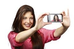 Giovane donna sexy - auto ritratto con lo smartphone Fotografia Stock