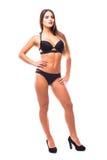 Giovane donna sexy che posa in un bikini nero isolato su fondo bianco Fotografia Stock Libera da Diritti