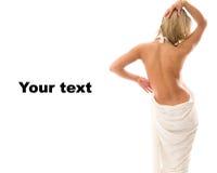 Giovane donna che si leva in piedi con una parte posteriore nuda. Immagini Stock