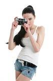 Giovane donna sexy con la retro macchina fotografica. Fotografia Stock