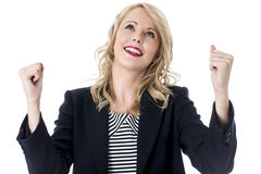 Giovane donna sollevata felice di affari Immagini Stock