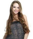 Giovane donna sorridente con capelli lunghi Immagini Stock Libere da Diritti
