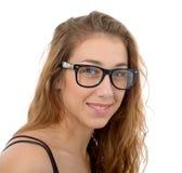 Giovane donna sorridente con i vetri neri Fotografia Stock