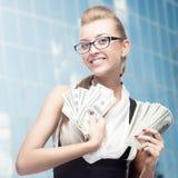 Giovane donna sorridente di affari Fotografie Stock Libere da Diritti