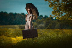 Giovane donna sotto pioggia Fotografia Stock