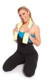 Giovane donna sportiva nell'allenamento di riscaldamento Immagini Stock Libere da Diritti