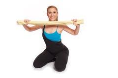 Giovane donna sportiva nell'allenamento di riscaldamento Fotografia Stock Libera da Diritti